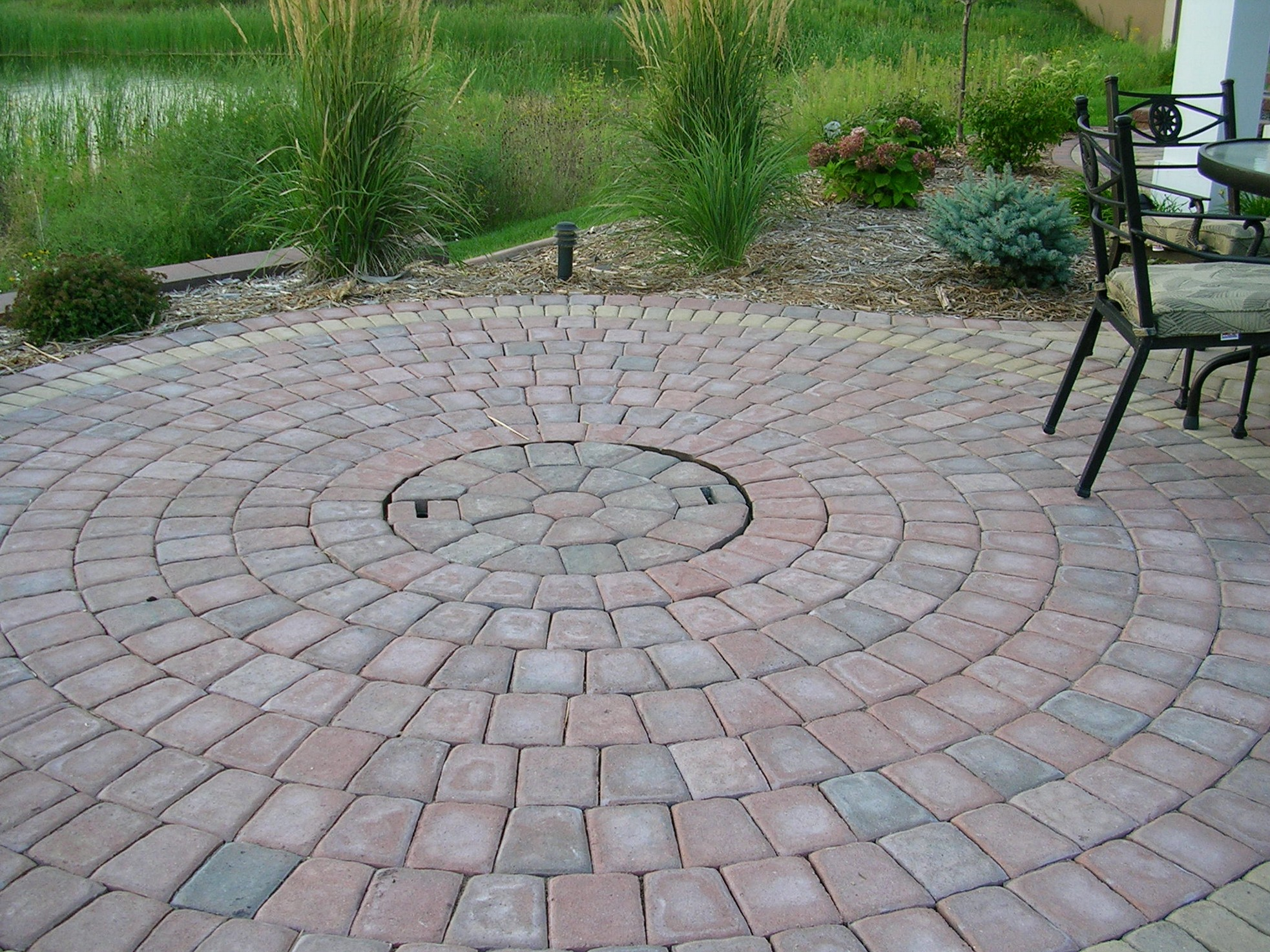 Cool Round Brick Patio Designs With Sizing 1966 X 1474