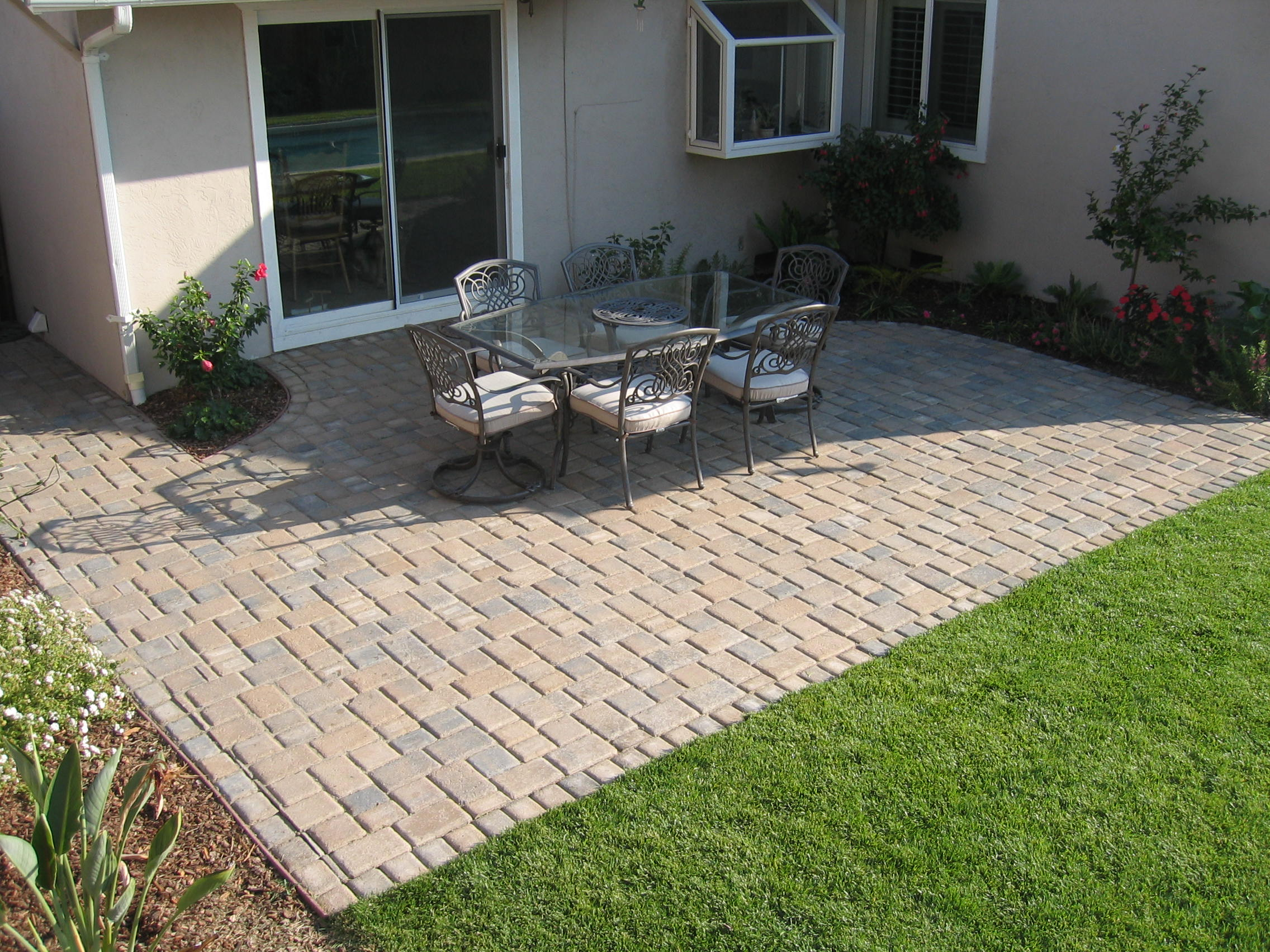 Rectangular Paver Patio Designs • Patio Ideas